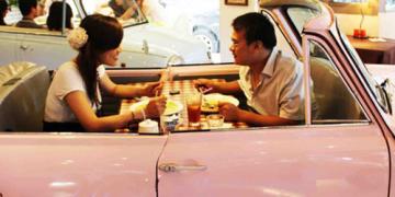 Dineren in de auto