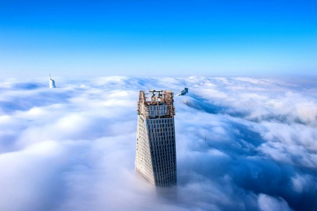 a-blaze-with-light-dubai-in-fog-sebastian-opitz-11
