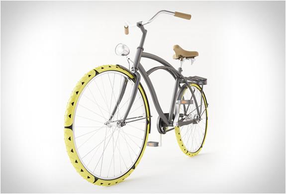 bike-spikes-cesar-van-rongen-2