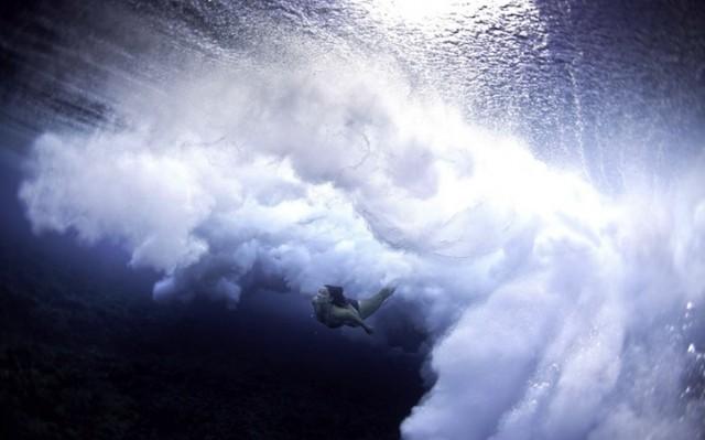 luciagriggiunderwatersurfers3