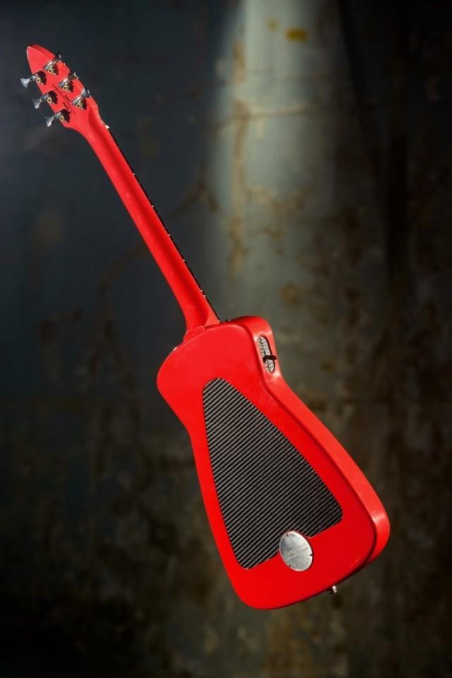Alfa-Romeo-Guitar-4-682x1024